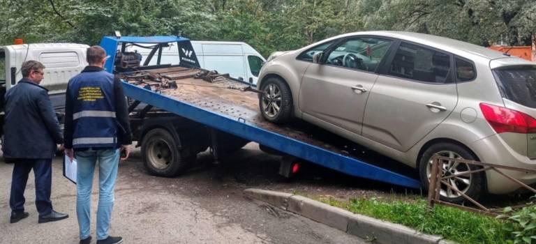 ГАТИ рапортует: нарушителей парковки водворах оштрафовали, автомобили наштрафстоянку отправили.