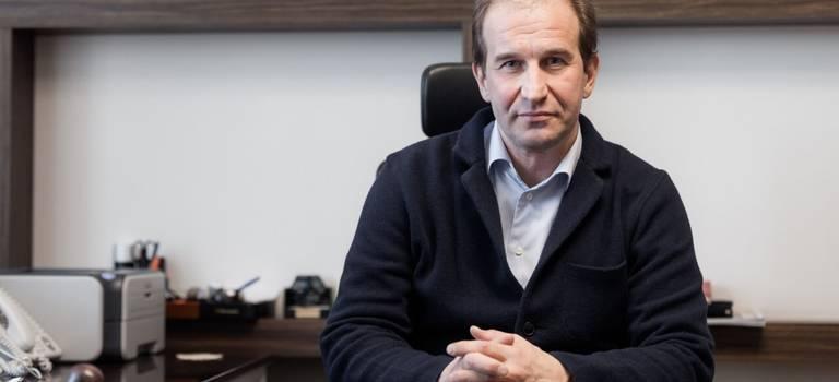 Генеральный директорГК Автоплюс Павел Игоревич Шестопалов рассказал опричинах дефицита автомобилей, росте цен иоперспективах развития авторынка.