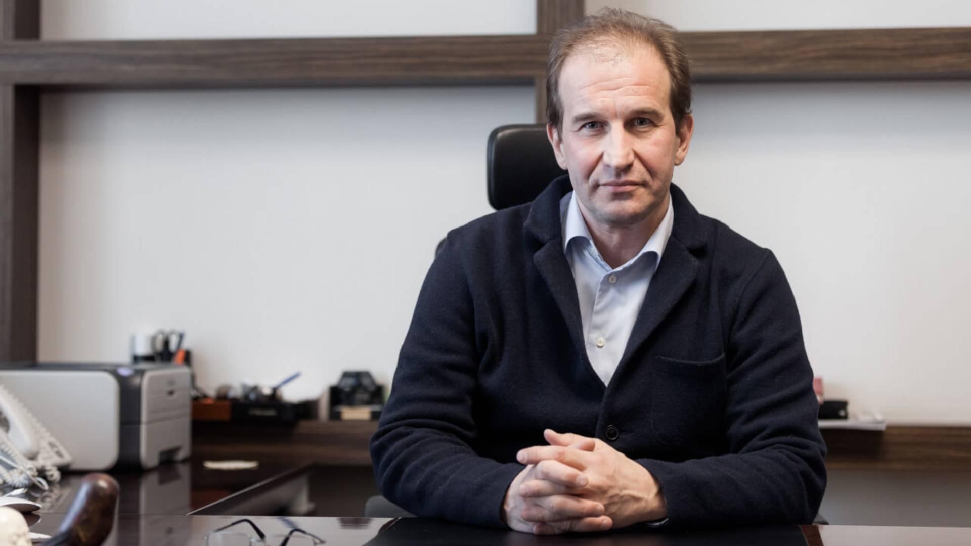 Генеральный директор ГК Автоплюс Павел Игоревич Шестопалов рассказал о причинах дефицита автомобилей, росте цен и о перспективах развития авторынка в интервью.