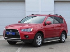 Mitsubishi Outlander 2010 г. (красный)