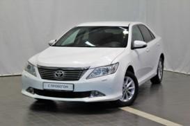 Toyota Camry 2013 г. (белый)