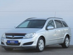 Opel Astra 2008 г. (серебряный)