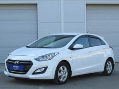 Hyundai i30 2015 г. (белый)