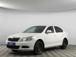 Škoda Octavia 2011 г. (белый)
