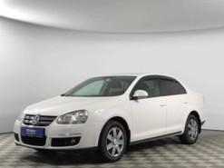 Volkswagen Jetta 2010 г. (белый)