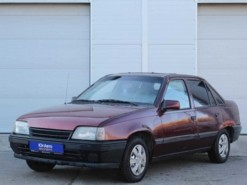 Opel Kadett 1991 г. (красный)