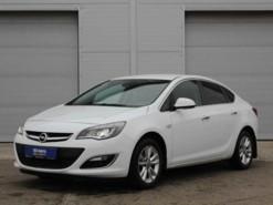 Opel Astra 2013 г. (белый)