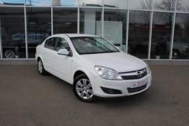Opel Astra 2012 г. (белый)