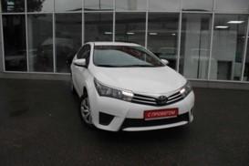 Toyota Corolla 2015 г. (белый)