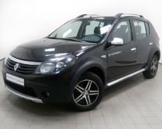 Renault Sandero 2013 г. (черный)