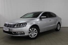 Volkswagen Passat 2011 г. (серый)