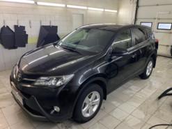 Toyota RAV4 2013 г. (черный)