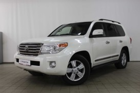 Toyota Land Cruiser 2012 г. (белый)