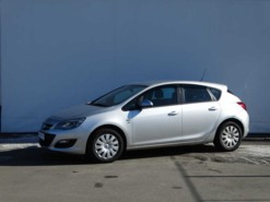 Opel Astra 2014 г. (серебряный)