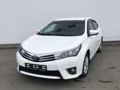 Toyota Corolla 2013 г. (белый)