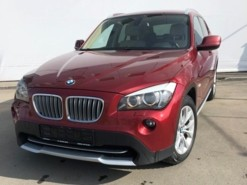 BMW X1 2011 г. (красный)