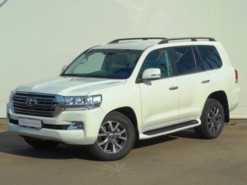 Toyota Land Cruiser 200 2018 г. (белый)