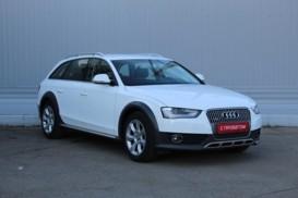 Audi A4 2013 г. (белый)