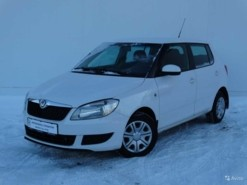 Škoda Fabia 2011 г. (белый)