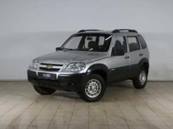 Chevrolet Niva 2011 г. (серебряный)