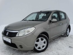 Renault Sandero 2010 г. (бежевый)
