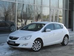Opel Astra 2011 г. (белый)