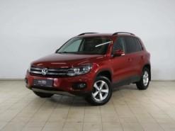 Volkswagen Tiguan 2013 г. (красный)