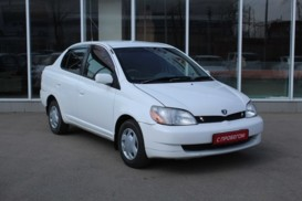 Toyota Platz 2001 г. (белый)