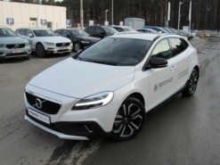 Volvo V40 Cross Country 2018 г. (белый)