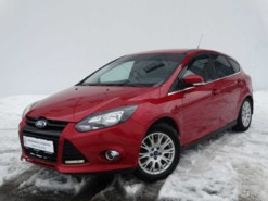 Ford Focus 2012 г. (красный)