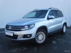 Volkswagen Tiguan 2015 г. (серебряный)