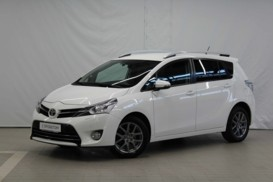 Toyota Verso 2014 г. (белый)
