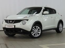 Nissan Juke 2011 г. (белый)