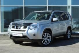 Nissan X-Trail 2012 г. (серебряный)