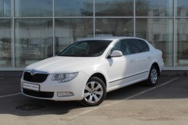 Škoda Superb 2013 г. (белый)