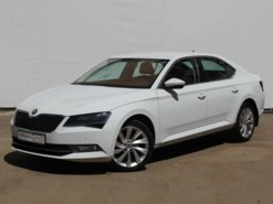 Škoda Superb 2015 г. (белый)