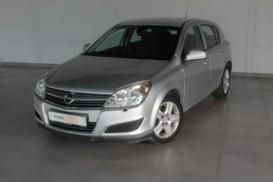 Opel Astra 2010 г. (серый)