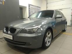 BMW 5er 2009 г. (серый)