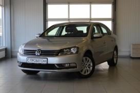 Volkswagen Passat 2013 г. (серебряный)