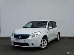 Renault Sandero 2011 г. (белый)