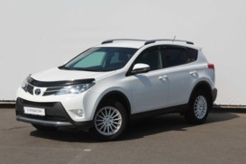 Toyota RAV4 2015 г. (белый)