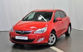 Opel Astra 2012 г. (красный)