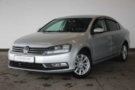 Volkswagen Passat 2011 г. (серебряный)