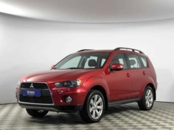 Mitsubishi Outlander 2012 г. (красный)