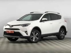 Toyota RAV4 2018 г. (белый)