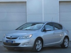 Opel Astra 2010 г. (серебряный)