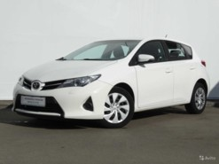 Toyota Auris 2013 г. (белый)