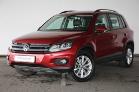 Volkswagen Tiguan 2015 г. (красный)