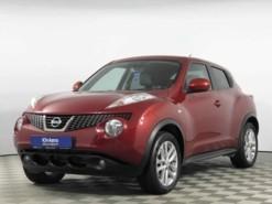 Nissan Juke 2013 г. (красный)