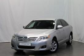 Toyota Camry 2011 г. (серебряный)